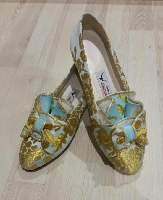Detalle de los zapatos. Foto: L'U i Dos Indumentaria
