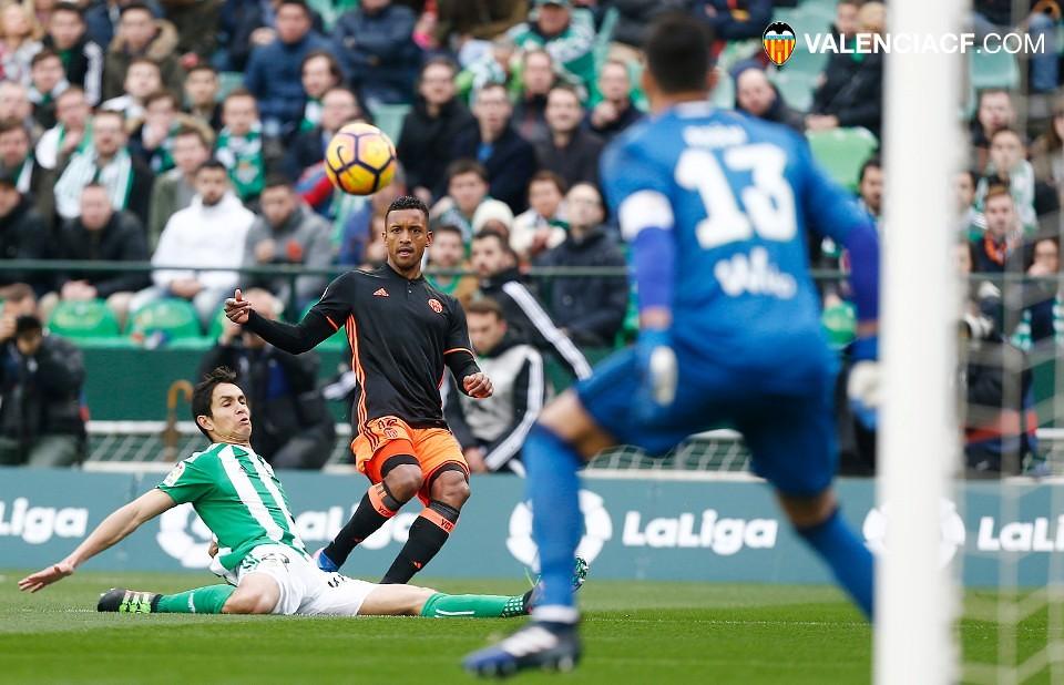 Trujillo Suárez impide la victoria del Valencia ante el Betis (0-0), por @JordiSanchiss