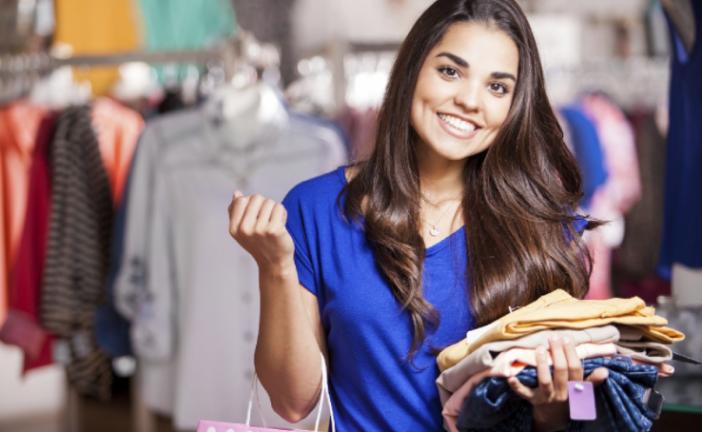 Las jóvenes españolas gastan 100 euros al mes en ropa y compran a través del móvil
