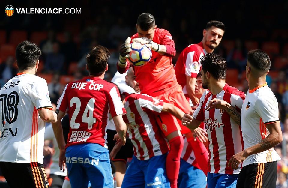 El Valencia salva un punto contra el Sporting… y gracias (1-1), por @JordiSanchiss