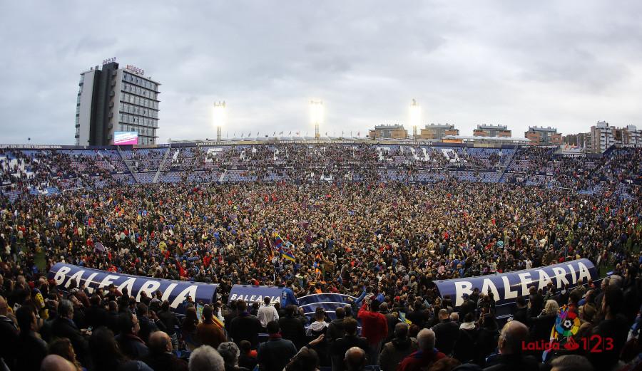 @LevanteUD| Invasión de campo, alegría, homenaje, fuente y celebración hasta la madrugada