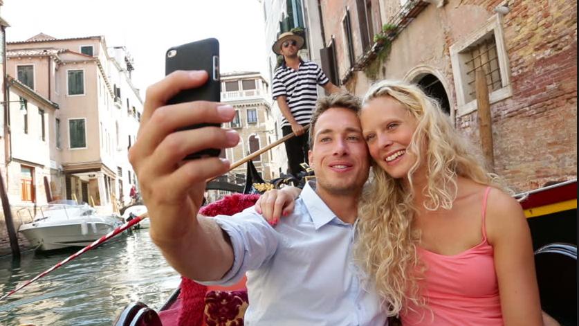 Cuatro de cada diez españoles se hacen al menos un 'selfie' a la semana