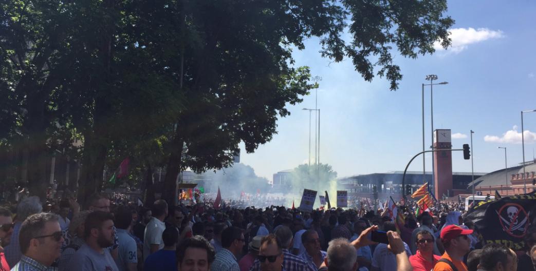 Huelga de taxis en España contra Uber y Cabify