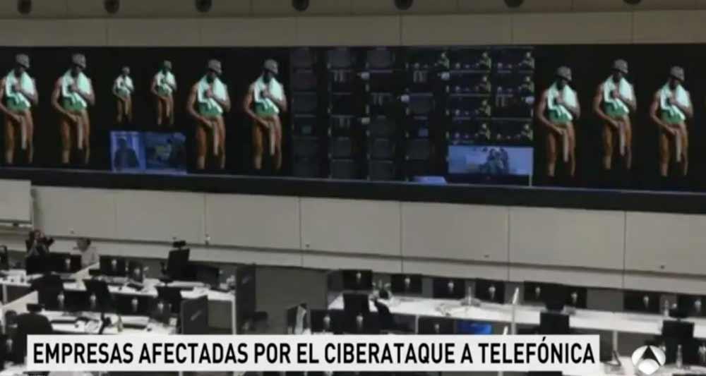El 'Negro del WhatsApp' se cuela en el Informativo de Antena 3 cuando informa del cibertaque