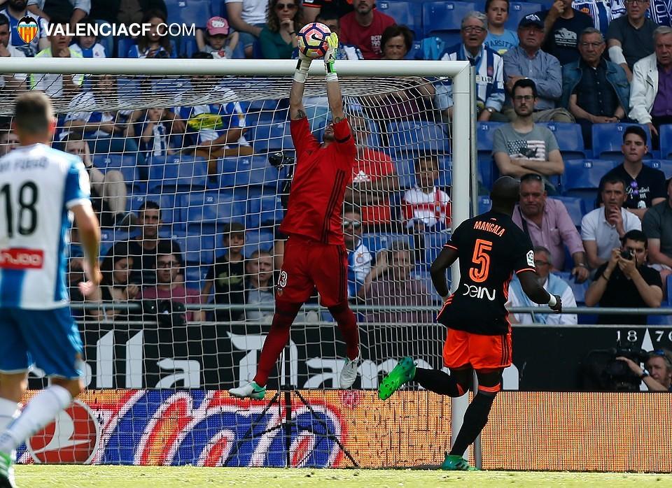 El Valencia le gana al Espanyol casi sin querer (0-1), por @JordiSanchiss