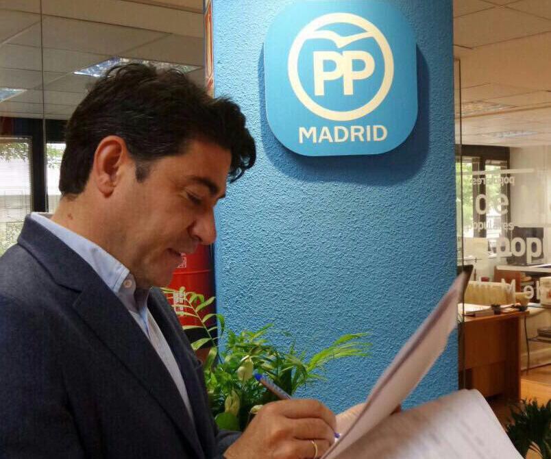 El alcalde de Alcorcón se une al párroco de Madrid y acusa a Ada Colau de 'allanar el camino de los terroristas'