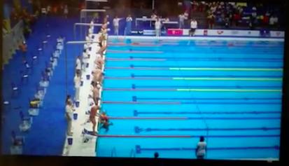 VÍDEO| Le negaron el minuto de silencio por los atentados, pero el nadador español lo hizo