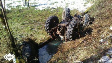 Fallece un hombre atrapado debajo de su tractor tras volcar en Planes