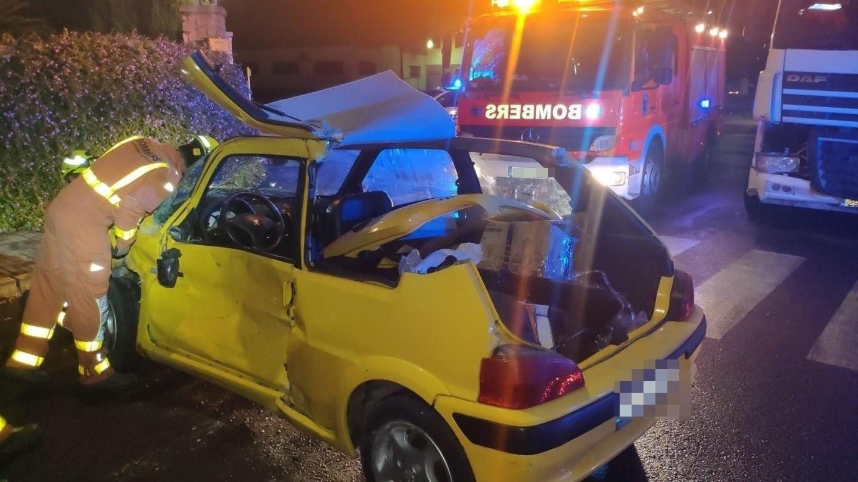 Vehículo accidentado en Fuente del Jarro, en Paterna (Valencia)