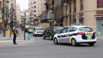 LA POLICÍA LOCAL DISPONE UN OPERATIVO PARA ORDENAR EL TRÁFICO EN LA CALLE RUZAFA