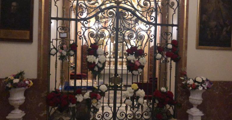 ofrenda, Virgen, flores, basílica