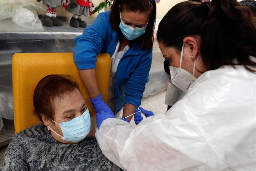 josefa, primera vacunada comunitat