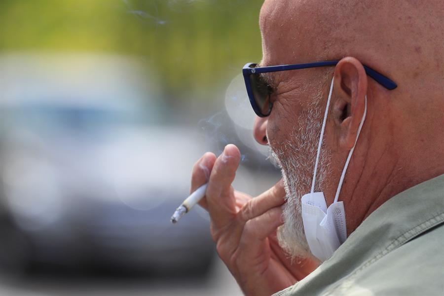 fumar en la calle nueva cepa