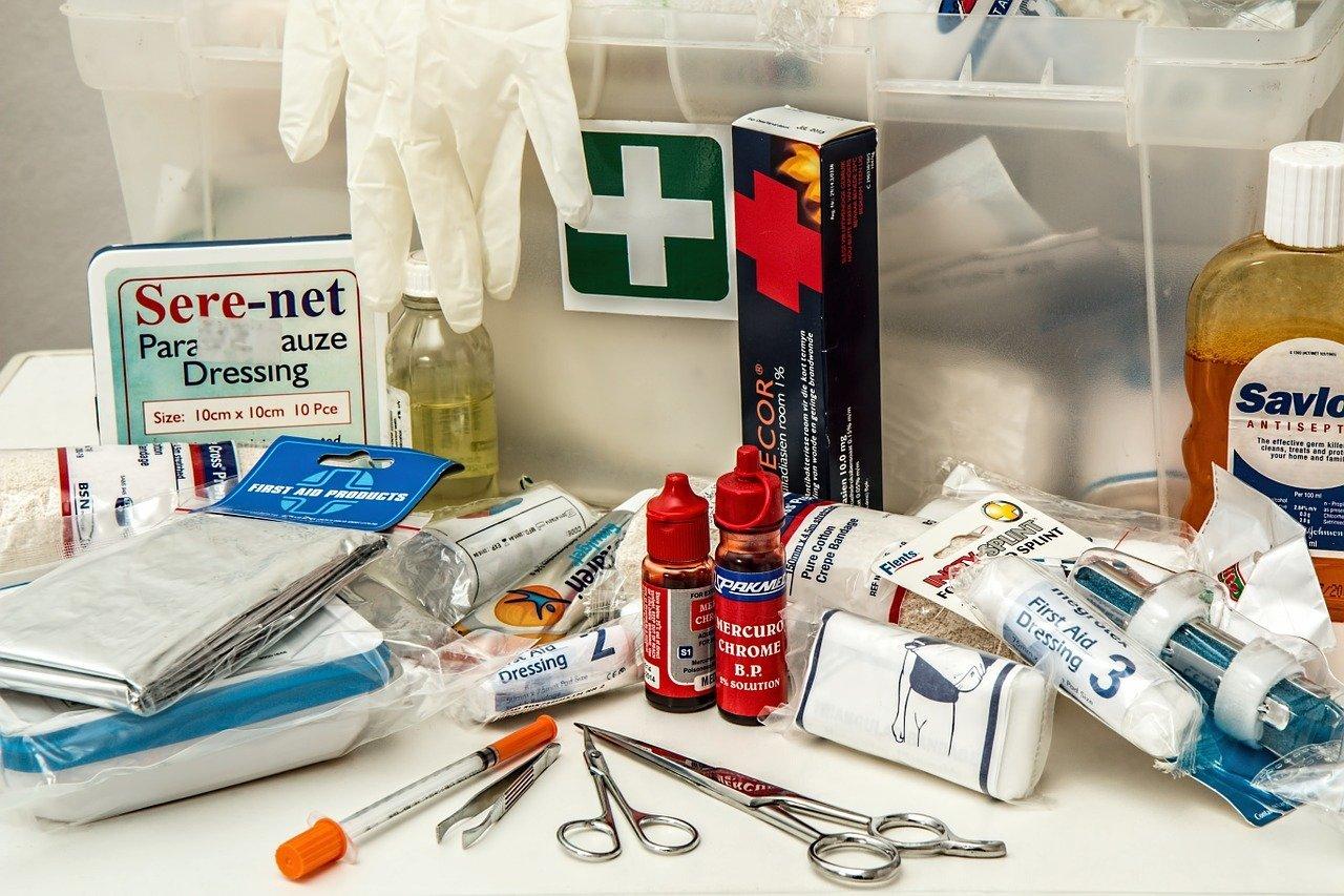 ¿Qué debe contener el botiquín de primeros auxilios para este verano?
